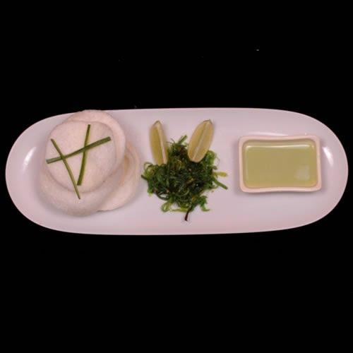 Ricepaper snack med avocado-tofu crème